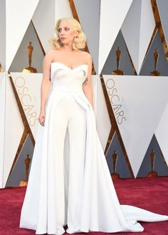 Oscars so white, Oscars so bright: Lady Gaga in einem Hosenanzug von Brandon...