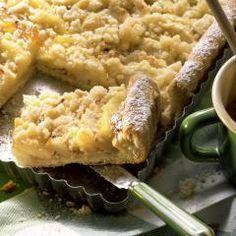 Wenn dieser traumhafte Streuselkuchen vom Blech im Ofen backt, duftet das ganze Haus. Die cremige Füllung aus Vanillepudding lieben einfach alle!