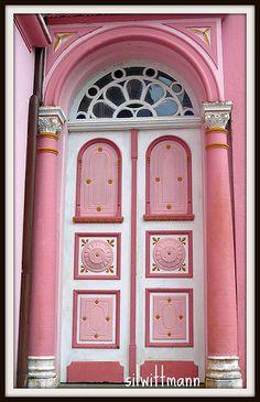 pink door | Flickr - Photo Sharing!