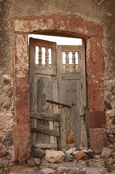 """abriendo-puertas:    """"La Puerta de la Soledad"""". By Davza"""