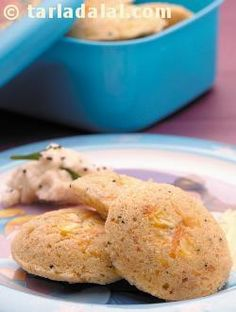 Idli… the first dish that comes to our mind when we think of south india! i have modified this traditional snack to make it healthier by adding barley. Chopped vegetables add flavour, colour and more nutrition to this dish. Serve hot with sambhar.