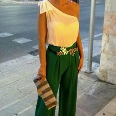 One shoulder top and green pants Party Fashion, Look Fashion, Fashion Outfits, Womens Fashion, Office Outfits, Casual Outfits, Pants Outfits, Traje Casual, Fiesta Outfit