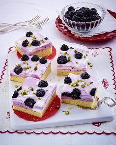 Unser beliebtes Rezept für Brombeer-Joghurt-Schnitten und mehr als 55.000 weitere kostenlose Rezepte auf LECKER.de. Blackberry Yogurt, Blackberry Cake, Blackberry Recipes, Cake & Co, Cake Shop, Suet Pudding, British Desserts, Sweet Bar, Popular Recipes