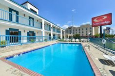Econo Lodge Canton Canton (Mississippi) The Econo Lodge is located off Interstate 55, less than two miles from the Canton Flea Market, one of the city's largest events held each May and October.