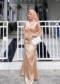 Hijab Dress, Hijab Outfit, Kebaya Dress, Satin Dresses, Silk Dress, Gowns, Muslim Fashion, Hijab Fashion, Girl Hijab
