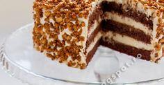 Un tort divin, cu blat ciocolatos (care-ti vine sa-l mananci gol, fara nici o crema pe el) plin de crema fina cu gust intens de la... Cookie Desserts, Dessert Recipes, Savoury Cake, No Bake Cake, Biscotti, Tiramisu, Wedding Cakes, Food And Drink, Sweets