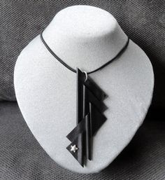 Halsketting met hanger. AnnesSierraad