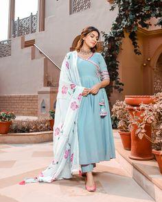 New Dress Design Indian, Fancy Dress Design, Stylish Dress Designs, Dress Indian Style, Indian Fashion Dresses, Indian Designer Wear, Indian Outfits, Pakistani Dresses, Latest Traditional Dresses