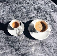 Fashion Gone rouge Coffee Date, Coffee Break, Morning Coffee, I Love Coffe, But First Coffee, Coffee Shop, Coffee Cups, Fashion Gone Rouge, Coffee Pictures