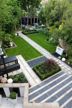 Offset lawns work in a rectilinear grid.