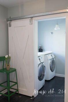 Uma porta de correr dá acesso à lavanderia.  Fotografia:  Kelly @ Eclectically Vintage.  http://eclecticallyvintage.com/2015/03/eclectic-home-tour-house-number-214/