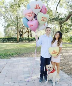 Baby Announcement an Ehemann am Valentinstag Sibling Baby Announcements, Valentines Pregnancy Announcement, Pregnancy Announcement To Parents, Christmas Baby Announcement, Baby Announcement Pictures, Baby Girl Announcement, Funny Pregnancy, Pregnancy Stages, Valentines Day Baby