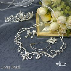 Romantic bead necklace for the bride (set with tiara)