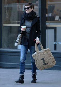 Lainey Gossip Entertainment Update|Anne Hathaway grabs coffee in NYC with different nail polish nail polish on two nails