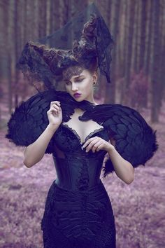 Gothic/Dark/Fantasy editorial styling shoot > reminds me of maleficent (sleeping beauty) Dark Beauty, Dark Fashion, Gothic Fashion, High Fashion, Crazy Fashion, Goth Victorien, Fashion Fotografie, Mode Sombre, Mode Editorials