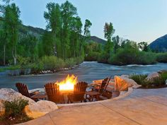 Fire Pit Design Idea For More Attractive – Best Outdoor Fire. Get fire pit ideas from thousands of fire pit pictures and informative articles about fire pit design. Learn about placement, size, construction. Outdoor Fire, Outdoor Living, Outdoor Decor, Living Pool, Park City Ut, Lakeside Living, Fire Pit Designs, River House, Cabins In The Woods