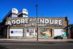 Unlike a lot of other neighbourhoods in London, Shoreditch always seems to divide opinion. With some people loving the vibe, culture and area, while others - 10 Unique Bars In Shoreditch, London - Travel, Travel Advice - England, Europe, London, Shoreditch, United Kingdom -Travel, Food and Home Inspiration Blog with door-to-door Travel Planner! - Travel Advice, Travel Inspiration, Home Inspiration, Food Inspiration, Recipes, Photography