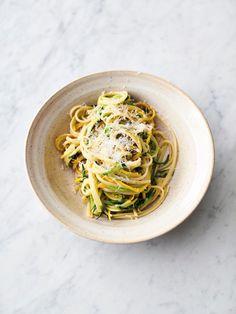 Jamie Oliver Pasta, Jamie Oliver Quick, Jamie Oliver Zucchini, Jaime Oliver, Italian Recipes, New Recipes, Vegetarian Recipes, Healthy Recipes, Orange Recipes