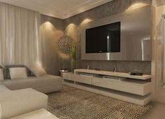 O painel de vidro acomoda o televisor de forma elegante, tornando o ambiente clean e diferenciado. A iluminação, feita com lâmpadas dicroicas, promove ao local um clima maior de conforto. Fonte: Arquivo Pessoal.
