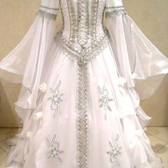 renaissance dresses the most gorgeous dress I've seen yet. This makes me excited to make the gowns again.