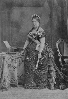 1870 Isabel II Not only is her gown gorgeous, but she's wearing a star tiara!!!