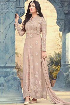 Buy latest Salwar Kameez and designer suit collection with variant designs. Browse designer salwar suits and shalwar dresses at best price range from the house of Zaraafab UK. Pakistani Dress Design, Pakistani Dresses, Indian Dresses, Indian Outfits, Pakistani Suits, Eid Outfits, Bridal Outfits, Punjabi Suits, Designer Kurtis