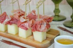 Melon with ham Parma Finger Food Appetizers, Finger Foods, Canapes, Coffee Break, Ham, Panna Cotta, Beverages, Food And Drink, Cheese
