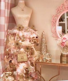 ♥︎ barbieville™ ♥︎ Shabby Chic Holiday Dressform ♥︎ barbieville™ ♥︎ Quite the pink christmas holiday decoration. Lots of perfume bottles and fluff. Rose Gold Christmas Decorations, Pink Christmas Tree, Shabby Chic Christmas, Christmas Room, Christmas Tree Decorations, Vintage Christmas, Christmas Holiday, Mannequin Christmas Tree, Whimsical Christmas