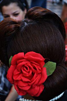Red rose vintage hairstyle