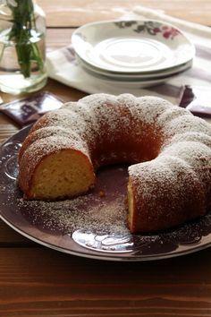 Κέικ / scones - The one with all the tastes Greek Sweets, Greek Desserts, Greek Yogurt Recipes, Lemon Yogurt Cake, Cake Recipes, Dessert Recipes, Brownie Cake, Let Them Eat Cake, Yummy Cakes