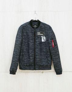 Cazadora bomber. Descubre ésta y muchas otras prendas en Bershka con nuevos productos cada semana
