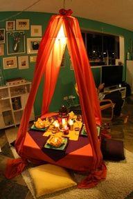Moroccan party or transform coffee table to an eating area :) Morrocan Theme, Moroccan Tent, Moroccan Party, Indian Party, Moroccan Decor, Moroccan Style, Festa Tema Arabian Nights, Arabian Nights Theme, Jasmin Party