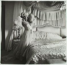 Diane Arbus, Mae West in her bedroom, 1965.