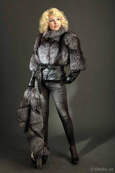 Меховая куртка из чернобурки бренд OLEDE White Fur, Fur Fashion, Womens Fashion, Fur Jacket, Fabulous Furs, Furla, Fox Fur, Leather Gloves, Winter Wear