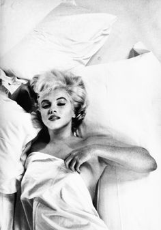 Eve Arnold was an American photojournalist. She joined Magnum Photos agency in and became a full member in Arnold's images of Marilyn Monroe Fotos Marilyn Monroe, Marylin Monroe Body, Marilyn Monroe Bedroom, Marilyn Monroe Birthday, Marilyn Monroe Portrait, Marilyn Monroe Poster, Pin Up, Norma Jeane, Brigitte Bardot