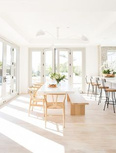 My Favorite Pins of the Week - Minimalist Malibu Dining Room and Kitchen My Fav. My Favorite Pins of the Week – Minimalist Malibu Dining Room and Kitchen My Favorite Pins of the Dining Room Design, Dining Area, Kitchen Dining, Kitchen Decor, Dining Rooms, White Dining Room Table, Decorating Kitchen, Small Dining, Room Kitchen
