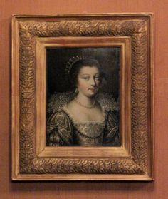 Chateau-Ecouen- A gauche de la fenêtre, un PORTRAIT DE FEMME (Ec.6) évoque la mode vestimentaire de l'époque de Louis XIII A gauche de l'armoire, le petit tableau sur bois représentant une REUNION DE DAMES (E.CL.843) d'après ABRAHAM BOSSE (1602-1672) est un témoignage exceptionnel du décor intérieur et du mobilier d'un hôtel français au début du XVII°s. A droite de l'armoire, le PORTRAIT DE DIANE DE POITIERS (France, XVI°s, MV 3118) est un prêt du château de Versailles.