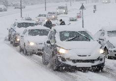 """Arriva la #neve su tutta l'Italia. Per aiutare tutti gli automobilisti a superare i pericoli che troveranno sulle strade rese scivolose da ghiaccio e fanghiglia ecco una piccola guida stilata dagli esperti di una """"scuola di guida sicura"""".  http://www.finanzautile.org/neve-come-guidare-in-sicurezza-guida-su-gomme-e-catene20141227.htm  #auto #catene #guidasicura #ghiaccio #gommeneve"""
