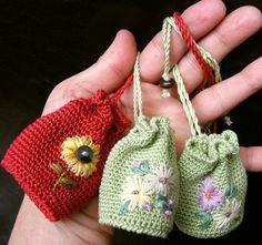 ideas for crochet sachet bag Crochet Sachet, Crochet Pouch, Crochet Keychain, Crochet Gifts, Crochet Stitches, Crochet Handbags, Crochet Purses, Love Crochet, Knit Crochet