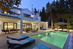 Für alle, die ihren Sommerurlaub noch nicht geplant haben, gibt es hier ein bisschen Inspiration. Wir haben fünf bezaubernde Ferienhäuser mitgebracht - von der Luxusvilla in Spanien bis zum Häuschen an der Ostsee.