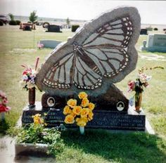 Monarch Butterfly gravestone----We shall be changed in the blink of an eye. Cemetery Headstones, Cemetery Art, Monarch Butterfly, Butterfly Art, Thats All Folks, Memento Mori, Grave Markers, Art Forms, Art Pieces
