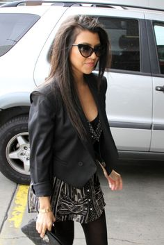 Love the whole outfit and plus sunglasses and hair get extra points!