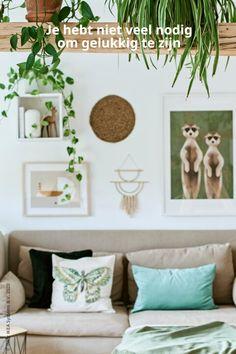Minimalisme, natuurlijke materialen en gezelligheid: een eenvoudig appartement om gelukkig van te worden.  Interior Decorating, Interior Design, Slow Living, Closet Space, Ikea, Decoration, Gallery Wall, Living Room, Atc