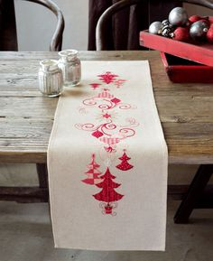 Runner Red Christmas Decorations From Vervaco - Christmas - Cross-Stitch Kits Kits - Casa Cenina Christmas Runner, Christmas Cross, Rustic Christmas, Diy Embroidery Kit, Embroidery Fabric, Table Runner And Placemats, Xmas Table Runners, Christmas Table Decorations, Xmas Tree