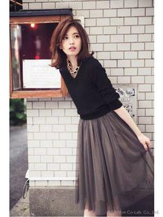 "The tulle skirt that's sophisticated and ""grown up"" enough to wear on date nights. Office Fashion, Daily Fashion, Love Fashion, Autumn Fashion, Womens Fashion, Japanese Fashion, Asian Fashion, Skirt Fashion, Fashion Outfits"