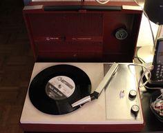 Tragbarer Vintage-Plattenspieler von Philips (All Transistor)