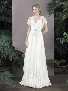 Lo vintage está de moda y los vestidos de novia no son inmunes al influjo de la moda de antaño. ¿Quieres lucir un vestido lleno de encanto en tu boda? ¿Algo diferente y muy chic? Lo tuyo son los vestidos vintage. ¡Y aquí tienes 80 modelos distintos!