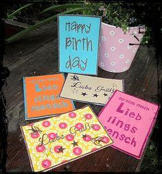 Postkarte aus Stoff oder Kunstleder mit verschiedenen Motiven bestickt. Die Rückseite aus farbigen Karton ist natürlich beschreibbar.