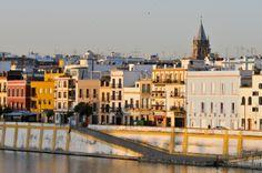 AMORES DE BARRIO: LOS MÁS BONITOS DE ESPAÑA. Barrio de Triana (Sevilla): un pueblo en sí mismo.