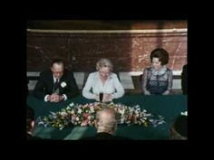 30 april 1980 - In de Mozeszaal van het Koninklijk Paleis Amsterdam tekent Koningin Juliana de akte van abdicatie, waarmee ze afstand doet van de troon. Het koningschap gaat over op haar dochter, Prinses Beatrix.    © NOS - Meer beelden: http://koningshuis.nos.nl